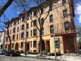 102 Willow St #A, Cambridge, MA 02141