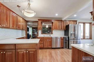 531 Farview Ave, Wyckoff, NJ 07481