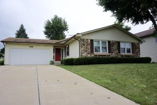 3688 Whispering Trails Dr, Hoffman Estates, IL 60192