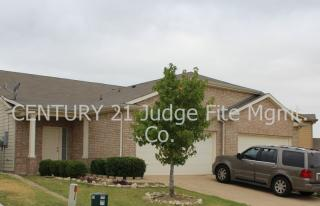 7409 Howling Coyote Ln, Fort Worth, TX 76131