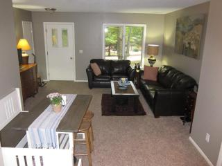 4055 S Thornapple Holw, Suttons Bay, MI 49682