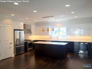 4 Leary Lane #B, Edgewater NJ