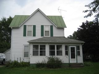 421 Moore St, Baraboo, WI 53913