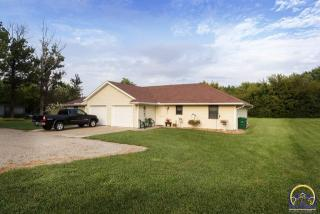 102 Annetta Ave, Hoyt, KS 66440-9605
