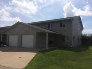 505 Washington Ave #4, Grinnell, IA 50112