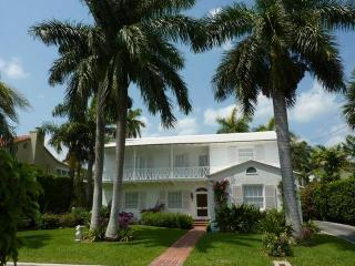 229 Pendleton Ave, Palm Beach, FL 33480