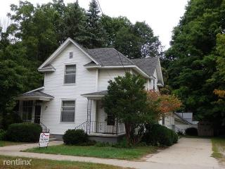 106 W Main St, Whitehall, MI 49461