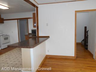 306 1st Ave W #1, Grinnell, IA 50112