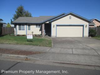 1335 W Locust St, Stayton, OR 97383