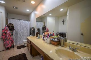 9102 Valley Bnd, San Antonio, TX 78250