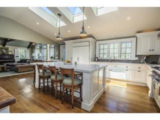 17 Sohier St, Cohasset, MA 02025