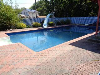 21 Harned Rd, Commack, NY 11725