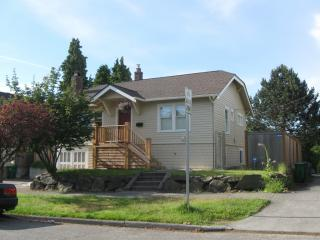 3415 NE 57th St, Seattle, WA 98105