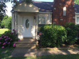 402 N 8th St, Murray, KY 42071