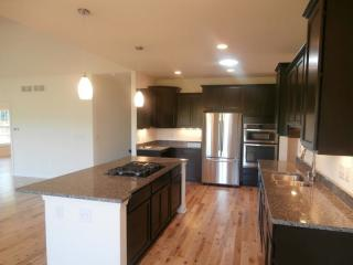 4767 S Lindenwood Ct, New Berlin, WI 53151