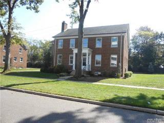 328 Ellington Avenue E, Garden City NY