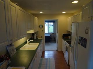 32 Hilltop Pl, New London, NH 03257