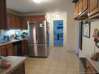 13 Meadowbrook Ln, Avon, CT 06001