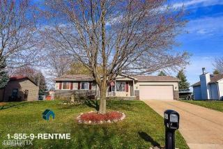 2462 Golden Shore Dr, Fenton, MI 48430