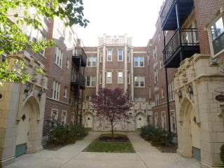 2321 E 70th Pl #9, Chicago, IL 60649
