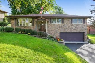 8139 Independence Drive, Willow Springs IL