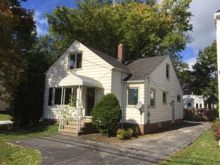 19662 Lake Rd, Rocky River, OH 44116