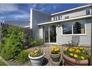 100 Clearwater Dr, Falmouth, ME 04105