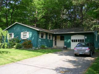 52 Harding Rd, Portsmouth, NH 03801
