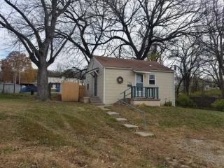 105 S Carlisle Ave, Sugar Creek, MO 64054