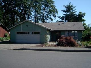 1543 E Chamberlain Ave, Cottage Grove, OR 97424