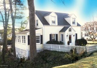 88 Saint Johns Place, New Canaan CT