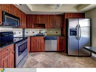 575 Oaks Lane #406, Pompano Beach FL