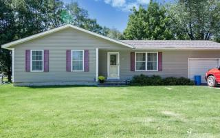 507 Maplewood Dr, Center Point, IA 52213
