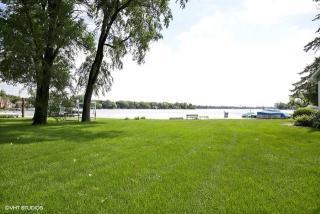 225 Edgewater Drive, Crystal Lake IL