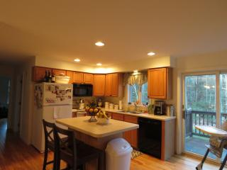 157 Longwoods Rd, Falmouth, ME 04105