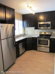 201 6th St #1, Coralville, IA 52241