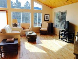 1928 Woodland Dr, Pine Mountain Club, CA 93222