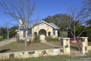 610 State Highway 16 South, Bandera TX