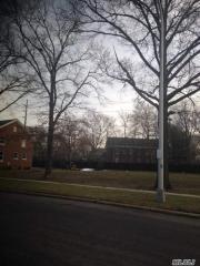 329 Ellington Avenue E, Garden City NY