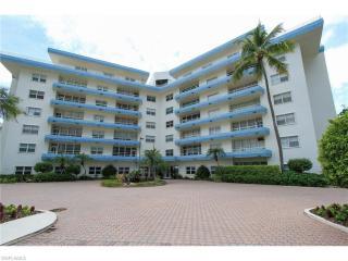220 Seaview Court #105, Marco Island FL