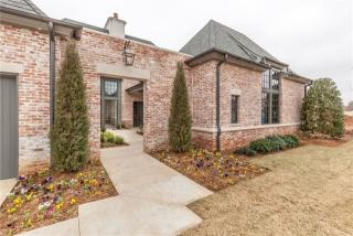 8501 Stonehurst Court, Oklahoma City OK