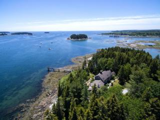 190 Scraggle Point Road, Spruce Head ME