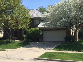 1072 Creek View Dr, Vernon Hills, IL