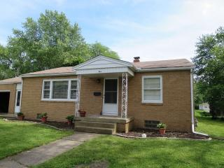 5 James Place, Bloomington IL