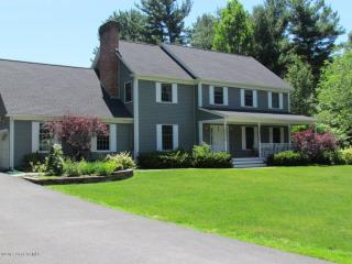 10 Whispering Pines Way, Queensbury NY
