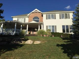 6 Pierson Court, Mahwah NJ