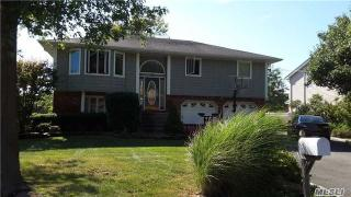 206 Connetquot Road, Oakdale NY