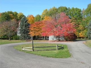 1060 County Line Road, Gates Mills OH