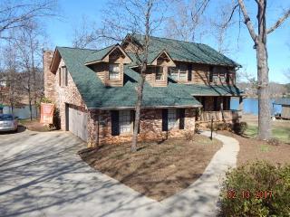135 Chestnut Lake Drive, Inman SC