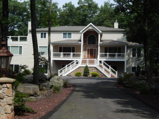 801 Overlook Court, Lords Valley PA